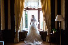 5 Schritte für Brautfotos im Fenster  #christina_eduard_photography #tipps_hochzeitsfotograf #hochzeitsfotografie #brautfotos #details_hochzeit #marketing #blog_hochzeitsfotografie