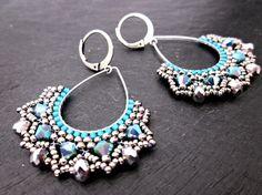 Boucles d'oreilles tissées à l'aiguille en perles de verre sur goutte argentée