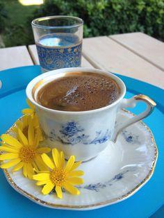 Bodrum papatyaları eşliğinde kahve keyfi