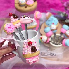 Diy Clay, Clay Crafts, Fondant Dog, Clay Mugs, Clay Food, Pasta Flexible, Cold Porcelain, Wax Melts, Biscuits