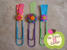 Easy DIY bookmarks using paper clips, button and ribbon Paperclip Crafts, Paperclip Bookmarks, Cute Bookmarks, Diy And Crafts, Crafts For Kids, Paper Crafts, Summer Crafts, Summer Planner, Paper Clip Art