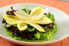 Salada de alface, rúcula, endívia e queijo parmesão