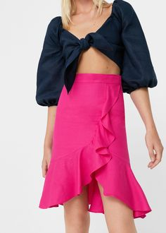 Discover the latest trends in Mango fashion, footwear and accessories. Shop the best outfits for this season at our online store. Mango Fashion, No Frills, Fashion Online, Latest Trends, Midi Skirt, High Waisted Skirt, Cool Outfits, Ballet Skirt, Skirts