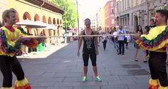 """Este Limbo """"Invisible"""" Hará Que No Pares De Reír - El show de comedia noruego """"Karl Johan"""" convierte a transeúntes comunes y corrientes en las estrellas del día. ¡No creerás loflexibles que son los habitantes de Oslo! Este show es grabado en las principales calles de la ciudad y saca risas y aplausos a su improvisado público. ¡No te pierdas este... #Entretenimiento=Relajateydisfruta..., #REF, #Video=Noleasmás,solove...  http://www.vivavive.com/este-limbo-inv"""