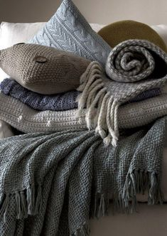 knit blankets / throws