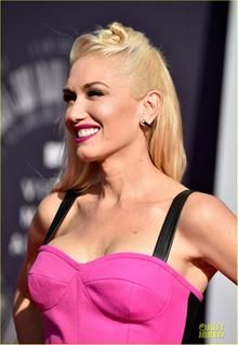 Gwen Stefani Brings Her Hot Pink Style to MTV VMAs