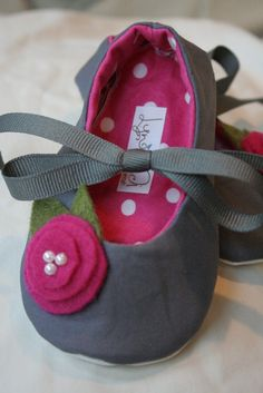 Super cute!! Seester, we must make these!!