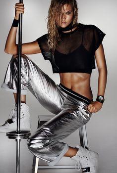 Karlie-Kloss-Vogue-China-October-2015-Editorial08