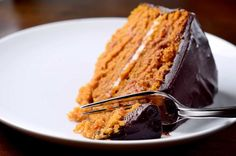 Pumpkin cake with chocolate ganache is the best cake recipe for Fall! This perfect pumpkin cake is layered with cream cheese frosting and it is SO good! Fall Desserts, Just Desserts, Delicious Desserts, Yummy Food, Best Cake Recipes, Dessert Recipes, Pumpkin Recipes, Fall Recipes, Food Cakes