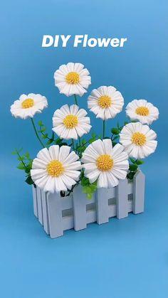 Paper Flowers Craft, Easy Paper Crafts, Paper Crafts Origami, Diy Arts And Crafts, Flower Crafts, Diy Flowers, Creative Crafts, Paper Flower Tutorial, Diy Crafts Hacks
