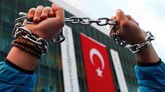 Human Rights Watch wirft türkischen Polizisten massive Folter von Festgenommenen vor. Ein Bericht dokumentiert 13 Fälle, in denen sie nach dem Putschversuch brutal gegen mutmaßliche Anhänger der Gülen-Bewegung vorgegangen sein sollen. Von Oliver Mayer-Rüth.