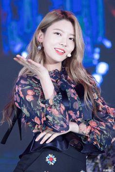 #nayoung #kim nayoung #gugudan Jellyfish Entertainment, Kpop Girls, Girl Group, Rapper, Fandoms, Icons, Babies, Beauty, Women's
