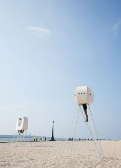 Rob Sweere, HEADS installation, Hoek van Holland beach