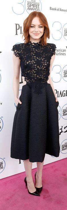 Das kleine Schwarze könnt ihr durch Lackpumps immer aufwerten - wie Emma Stone zeigt #emmastone #littleblackdress #patentshoes