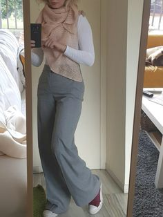 Warm and casual officewear. Wool trousers and all stars!