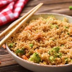 cauliflower recipes This Low Carb Cauliflower Fried Rice tastes as delicious as your favorite take-out fried rice, but a healthier version! This dish is packed with veggies and easily made in just 15 minutes! Healthy Rice Recipes, Rice Recipes For Dinner, Diet Recipes, Cooking Recipes, Healthy Soup, Soup Recipes, Avocado Recipes, Healthy Dishes, Sausage Recipes