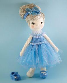 Cinderella amigurumi crochet doll in blue tulle ♡ by BubblesAndBongo