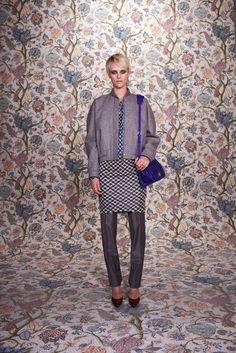 Balenciaga Pre-Fall 2011 Fashion Show - Milou van Groesen