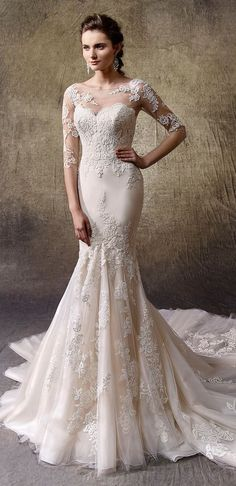 Inspiring mermaid wedding dress, fitted to the hips, with a strapless neckline. Skilled artisans have created this dress in tulle, lace and guipure, a magnificently feminine, romantic style.