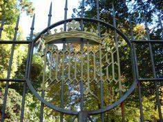 Humilitas (Borromeo) - Villa Borromeo, Oreno, frazione di Vimercate (MB). Particolare del cancello in ferro battuto.