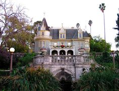 This house looks like a modern day fairy tale... Kimberly Crest House & Gardens by Voodoolady ♎, via Flickr