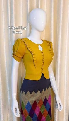 Stylish Dresses For Girls, Stylish Dress Designs, Stylish Blouse Design, Fancy Blouse Designs, Blouse Neck Designs, Kurti Designs Party Wear, Kurta Designs, Moda Afro, Myanmar Dress Design