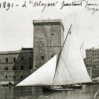 Une réplique du houari de régate Alcyon navigue depuis peu à Marseille. Baptisé Alcyon 1871 , ce voilier de rêve ravive l'histoire de la régate en Méditerranée et nous ravit par...