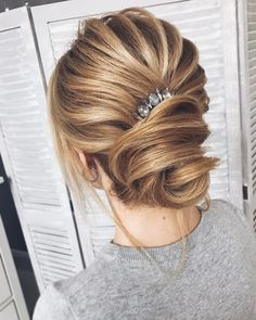 Wedding Hairstyle | fabmood.com #weddinghair #bridalhair #hairstyle #updo #upstyle #braidupdo #hairstyleideas #hairstyles #bridalhairstyle #weddinghairstyles