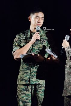 10 pictures of Lee Seung Gi's army transformation