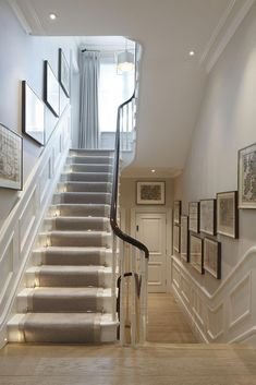 runner with lights - for basement stairs? runner with lights – for basement stairs? Basement Stairs, House Stairs, Basement Carpet, Style At Home, Victorian Hallway, Townhouse Interior, Flur Design, Hallway Flooring, Tiled Hallway