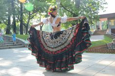 Gypsy Costume, Tribal Costume, Tribal Fusion, Frilly Dresses, Dance Dresses, Flamenco Skirt, Tribal Skirts, Tribal Belly Dance, Gypsy Skirt