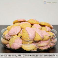 Κυριακή στο σπίτι...: Μαγειρεύοντας τα Ροζ Μπισκότα του Αγίου Βαλεντίνου...