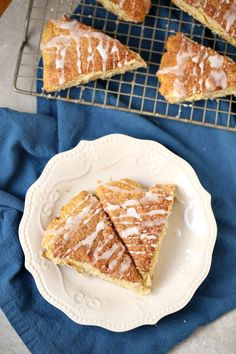 Starbucks Cinnamon Scone Hack - The Coupon Project Best Breakfast Recipes, Brunch Recipes, Budget Recipes, Brunch Ideas, Breakfast Ideas, Tea Party Menu, Scone Mix, Cinnamon Scones, Baking Recipes