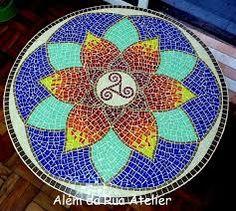 Afbeeldingsresultaat voor mandalas raros en mosaicos Mosaic Crafts, Mosaic Projects, Mosaic Art, Mosaic Tiles, Stone Mosaic, Mosaic Glass, Glass Art, Mosaic Designs, Mosaic Patterns