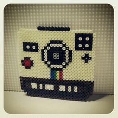 Retro camara Polaroid hama beads by OlaiBombai
