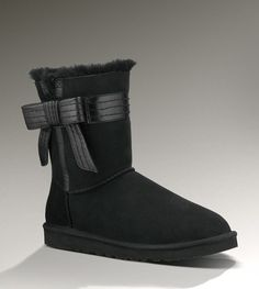 LOVE it This is my dream ugg boots-fashion ugg boots! Click pics for best price ♥ugg boots♥ Uggs For Cheap, Buy Cheap, Fashion Lookbook, Women's Fashion, Runway Fashion, Fashion Trends, Fashion Bags, Fashion Models, Fashion Women