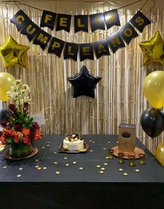 Happy Birthday Young Man, Happy Birthday Decor, 50th Birthday Party Decorations, Graduation Party Decor, 50th Birthday Party Ideas For Men, Moms 50th Birthday, Adult Birthday Party, Birthday Cake Alternatives, Birthday Girl Pictures