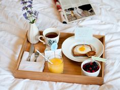 How To Make the Perfect Breakfast in Bed For Mother's Day | StyleCaster