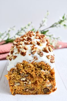 Easy Carrot Cake with Cream Cheese Frosting. Simple classic carrot cake topped with a thick layer of cream cheese frosting. Sweet and moist in texture, it might just become your absolute favorite. Easy Carrot Cake, Carrot Cake Cookies, Carrot Cakes, Sweet Recipes, Cake Recipes, Bowl Cake, Salty Cake, Almond Cakes, Savoury Cake
