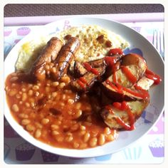 Dinner: meat free Lincolnshire sausages, fried eggs, potato wedges, baked beans, tomato ketchup, brown sauce (740kcal)