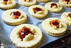 bunica.md — Chifle cu caise și zmeură Croissant, Cheesecake, Desserts, Food, Tailgate Desserts, Deserts, Cheesecakes, Essen, Crescent Roll