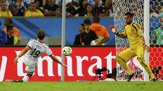 http://mexico.cnn.com/deportes/2014/07/13/alemania-argentina-mundial-brasil-2014-campeon-final-messi-muller Alemania vence a la Argentina de Messi y es el nuevo monarca del fútbol.