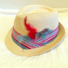 """Ladies Feather Brimmed Fedora Super cute fedora up for grabs. I collected quite a few during my fedora phase of 2013. Anyway - this one was my favorite! Inside measures approx. 22"""". Forever 21 Accessories Hats"""