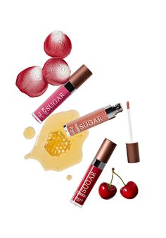Lovers of the original Fresh Sugar Tinted Lip Treatments have something to celebrate. Fresh is introducing another soon-to-be cult classic: the Tinted Sugar Shine Lip Treatment Collection.