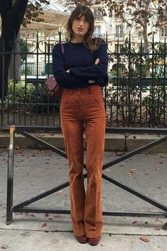 Paris Street Styles 219128338105889424 - jeanne damas – – veludo cotelê – inverno – street style Source by stealthelook Jeanne Damas, Style Année 70, French Girl Style, Cool Girl Style, Folk Style, Fashion Moda, Girl Fashion, Fashion Outfits, 70s Fashion