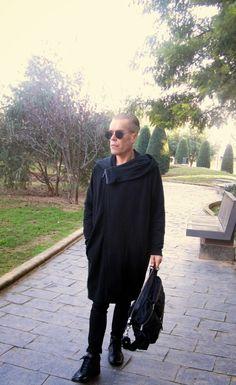 MODA ENTRE HERMANOS: Total Black     Abrigo:Zara