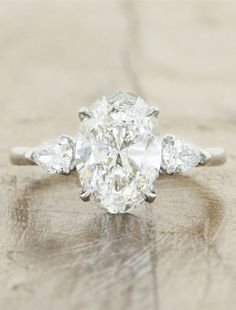 elegant oval cutting three-stone engagement ring