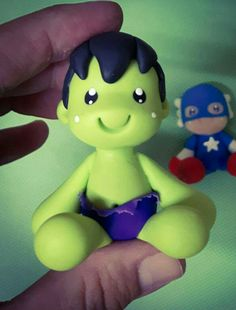 Hilo. Polymer Clay Miniatures, Polymer Clay Crafts, Kids Cartoon Characters, Clay Figurine, Sock Animals, Clay Ornaments, Fondant Figures, Miniature Crafts, Incredible Hulk