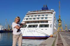 Kreuzfahrt zum Entspannen und Erleben.  Der Luxusliner MS EUROPA 2 im Hafen von La Gomera.  Schwimmendes Altenheim, Krawatten- oder gar Smokingzwang zum Din