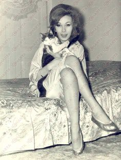 0 dany saval with a cat